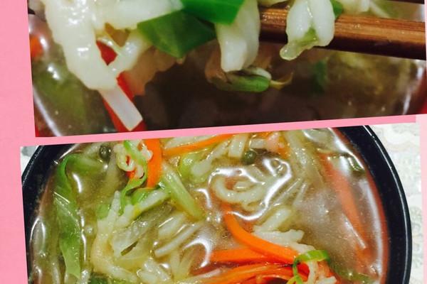 洋葱  蒜 橄榄菜 随自己口味放青菜适当 盐  鸡精 海鲜酱油 家常烩饼