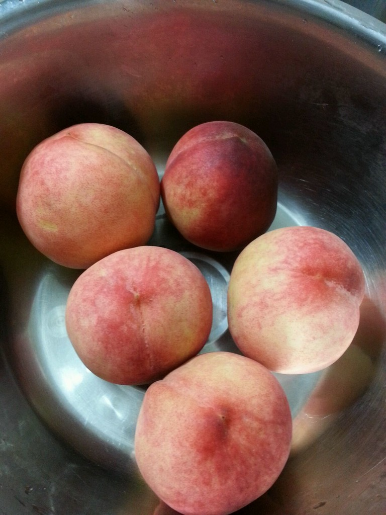 糖水桃子的做法步骤