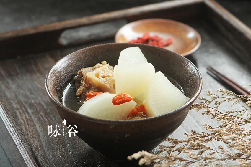 美食进补(白萝卜秋冬汤)的做法_牛尾_豆果黑人菜谱吃鸡腿图图片