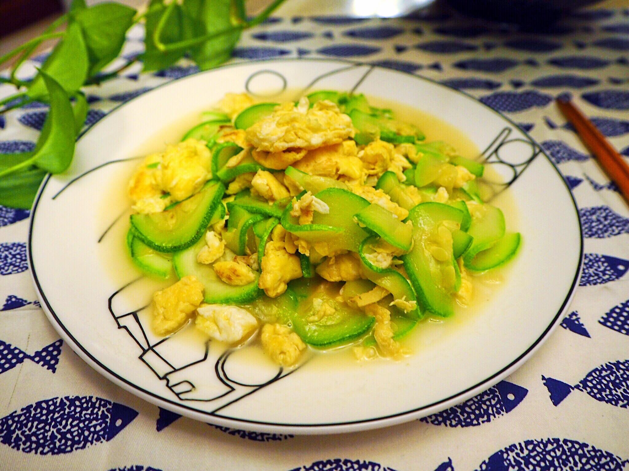 葱姜适量 盐5g 食用油8g 经典家常菜—西葫炒鸡蛋的做法步骤 小贴士