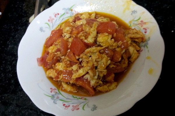 炒菜煲汤临锅时加入提鲜不口干 西红柿炒蛋的做法步骤        本菜谱