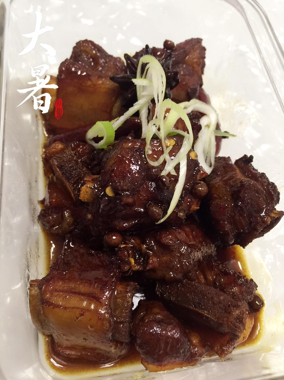 红烧排骨家常菜猪肉煮出来颜色有深有浅图片