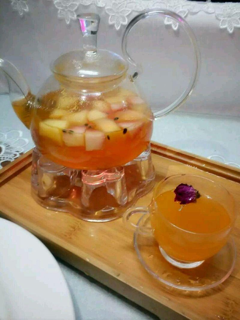 菊花5颗 草莓5颗 苹果半个 柠檬2块 百香果水果茶的做法步骤