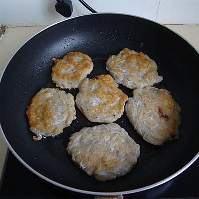 香煎鸡胸鱼饼的菜谱_做法_豆果美食v鸡胸面条肉用什么油煎图片