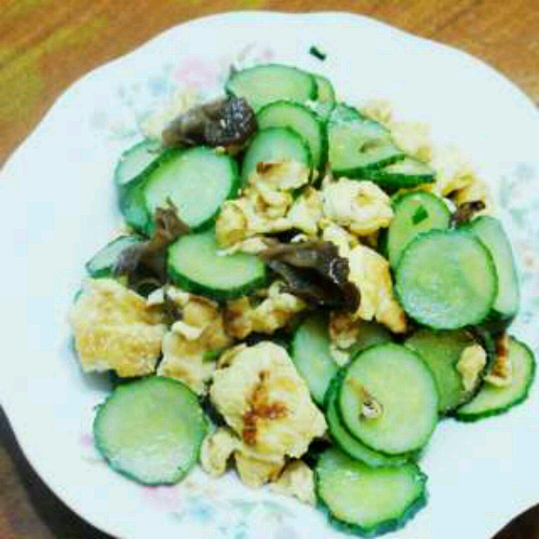 盐适量 鸡精少许 糖少许 葱花少许 黄瓜炒蛋的做法步骤        本菜