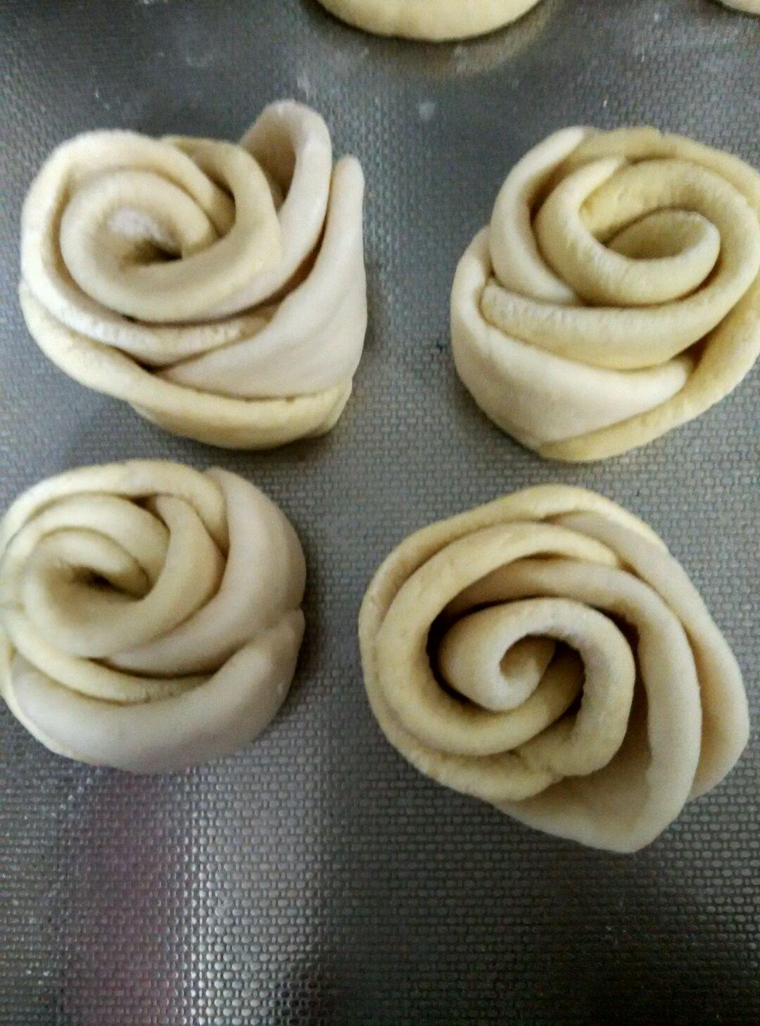 玫瑰玉米花卷的做法图解3