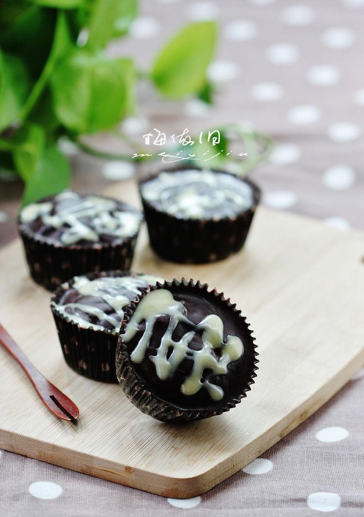 (展开)        淋面巧克力蛋糕是一款小巧可爱的蛋糕,层次丰富,主角是