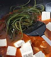 泡菜火锅面的做法图解2