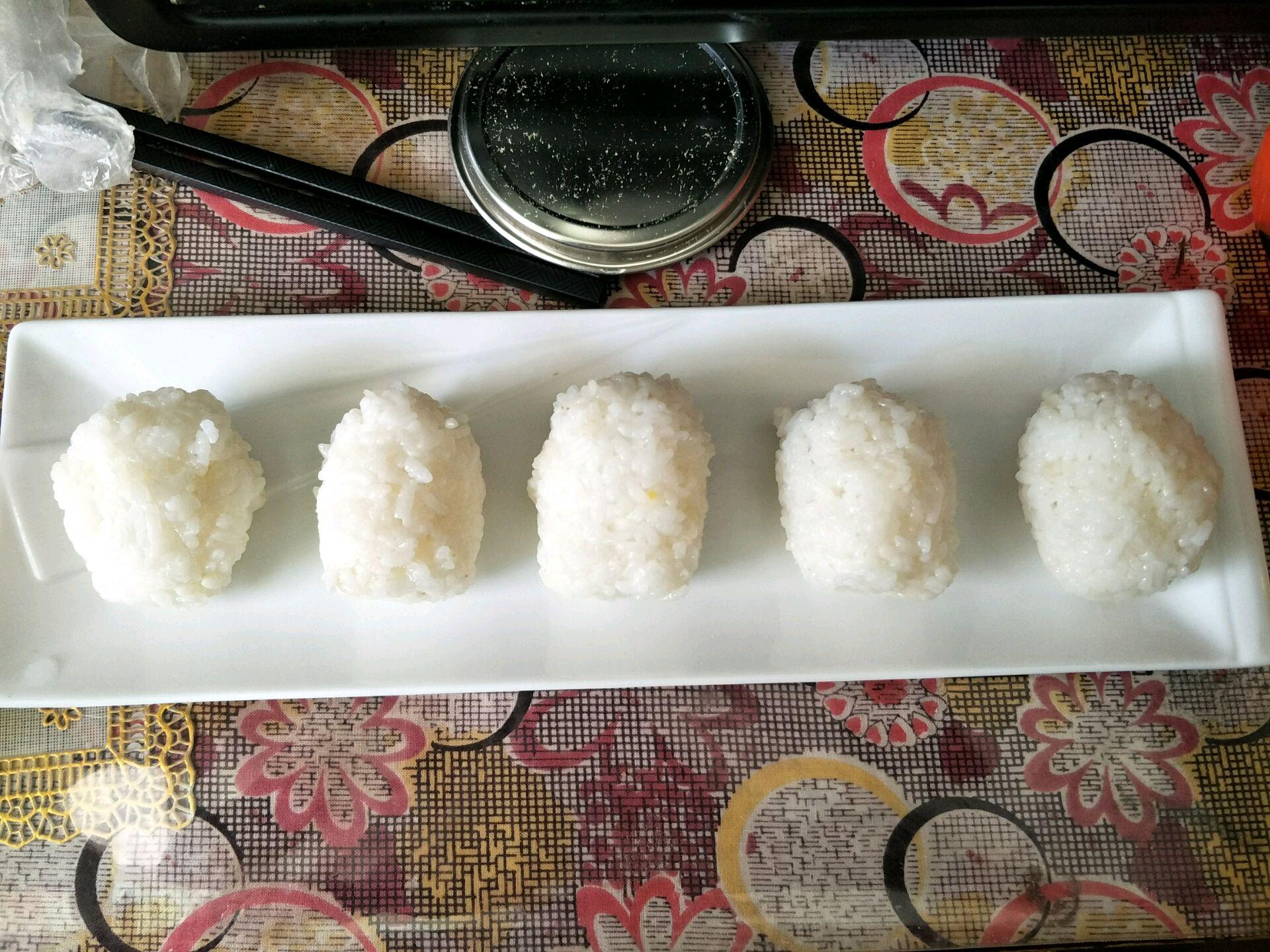 宝宝辅食餐(肉松海苔饭团)的做法图解6