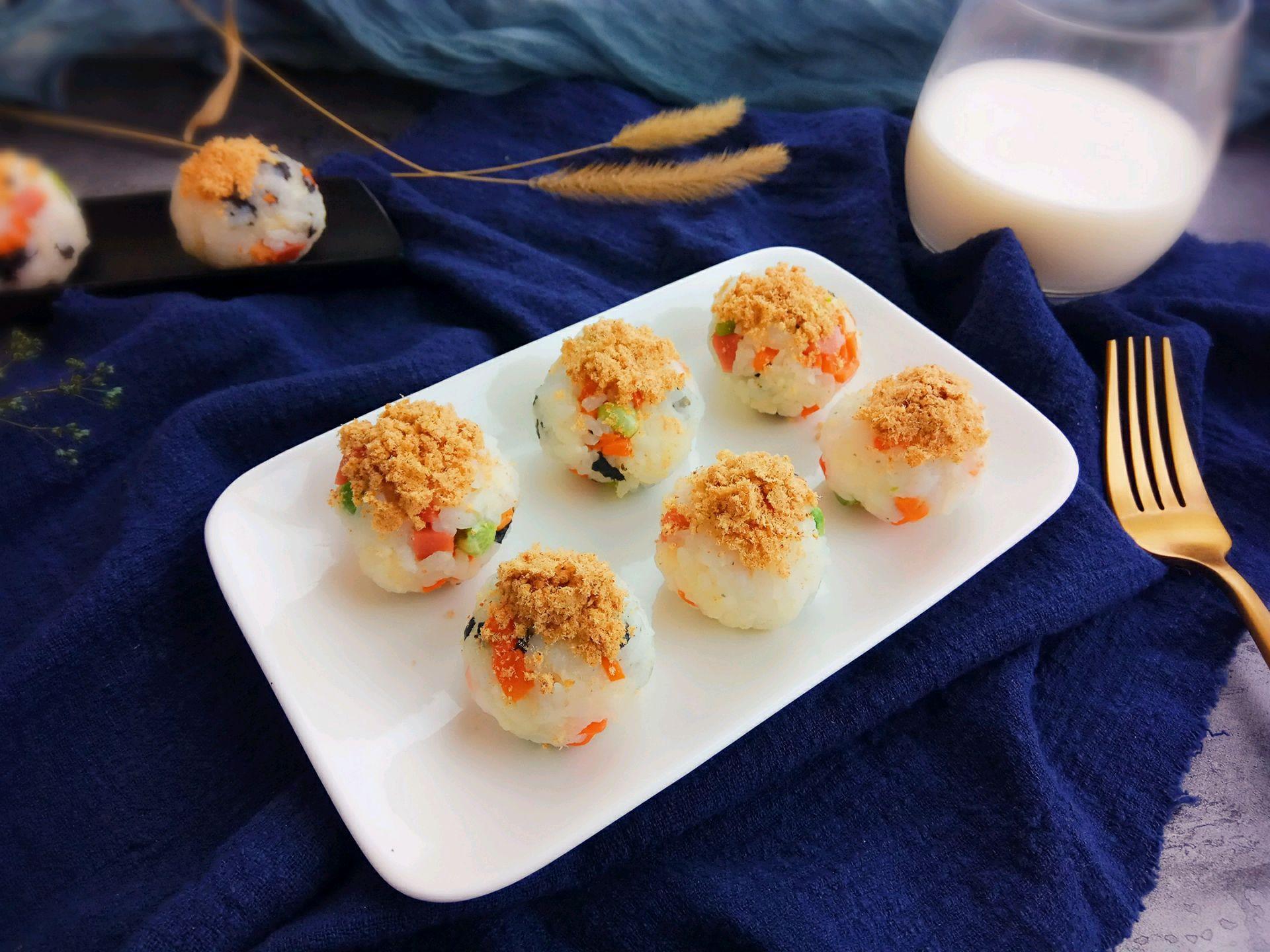 海苔肉松饭团的做法图解11