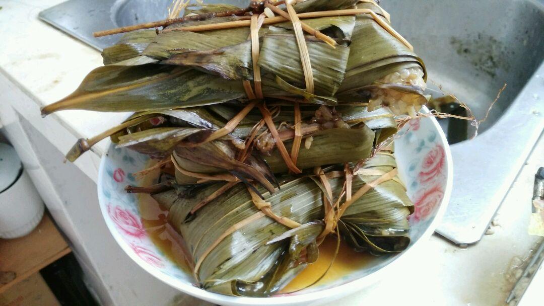 酱油适量 蚝油适量 糖,盐,料酒,胡椒粉适量 自包粽子的做法步骤 1.