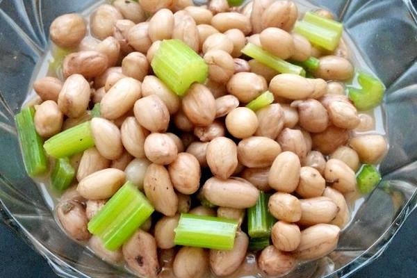 主料 花生适量 花椒适量 大料两颗 盐适量 水煮花生米的做法步骤