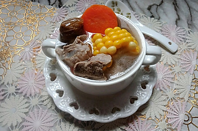 胡萝卜玉米猪展汤