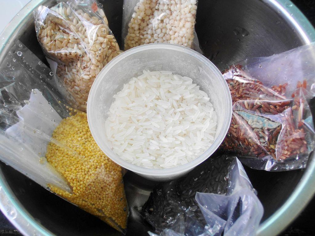 粗粮养生米饭的做法图解1