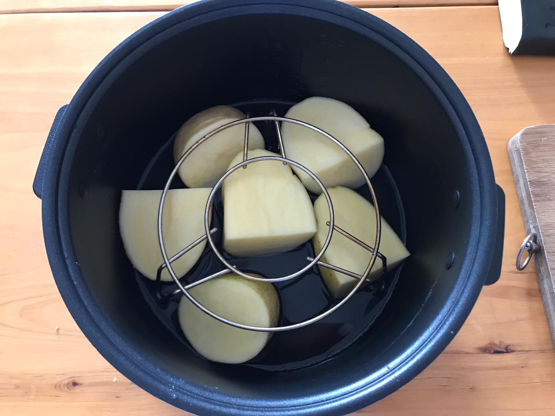 香肠土豆棒配蔬果沙拉的做法图解4
