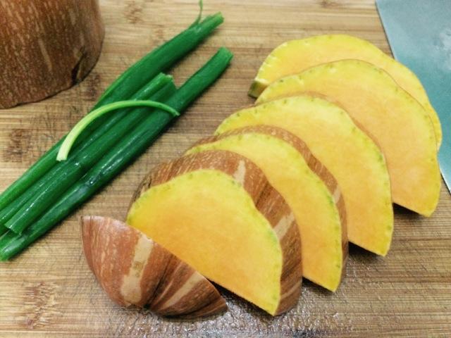 金秋里的糕烧南瓜的做法图解1