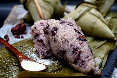 好吃到不行的红豆红枣黑米粽子