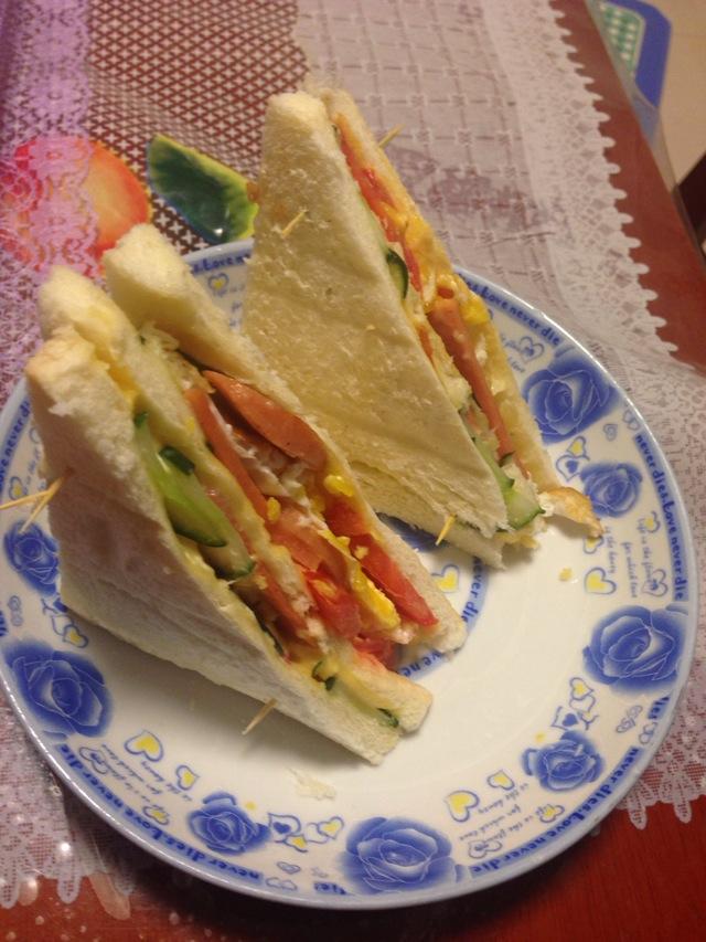 片 黑胡椒粉少许 三明治的做法步骤        本菜谱的做法由  编写