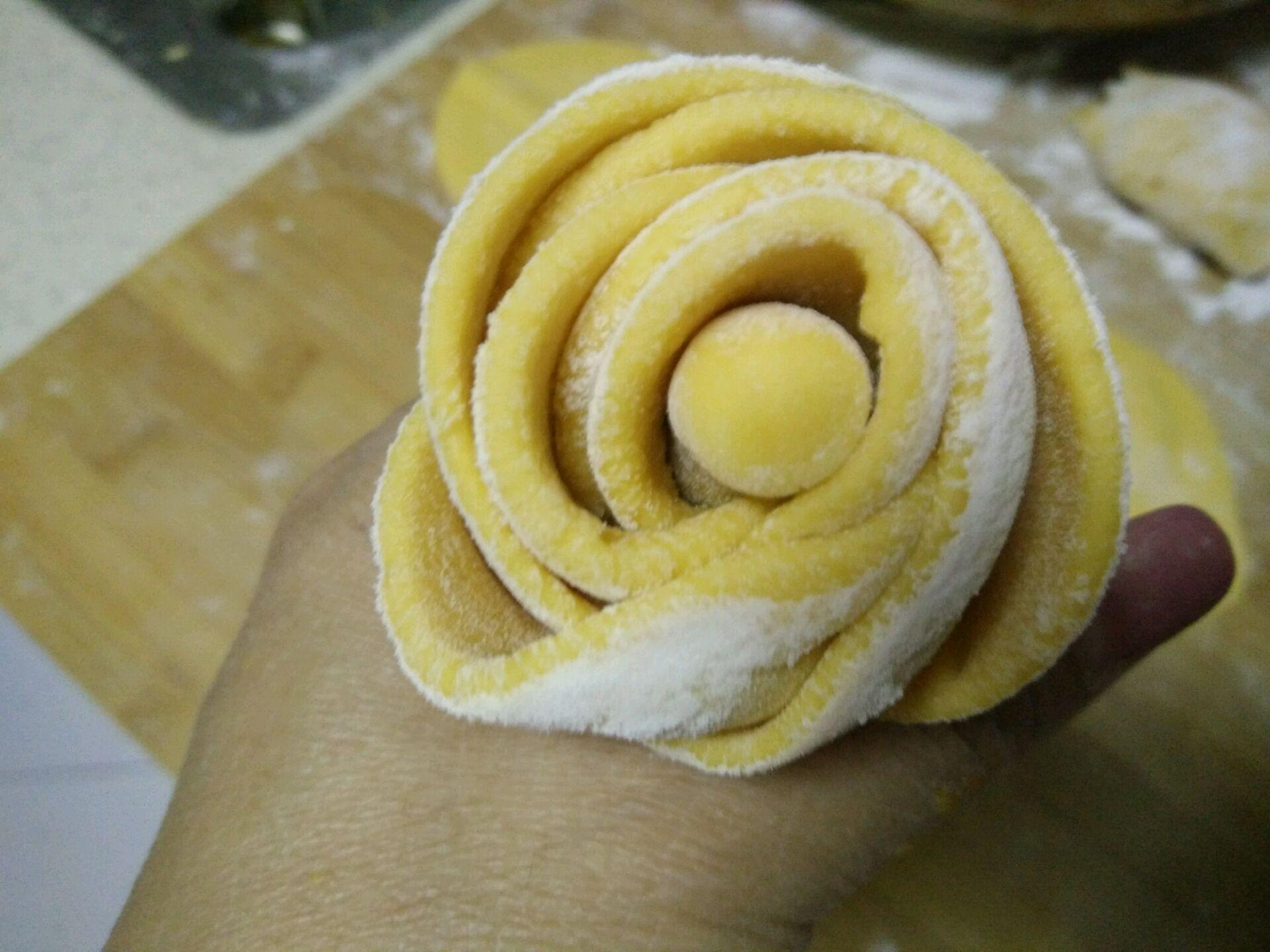 南瓜玫瑰花卷馍的做法图解10