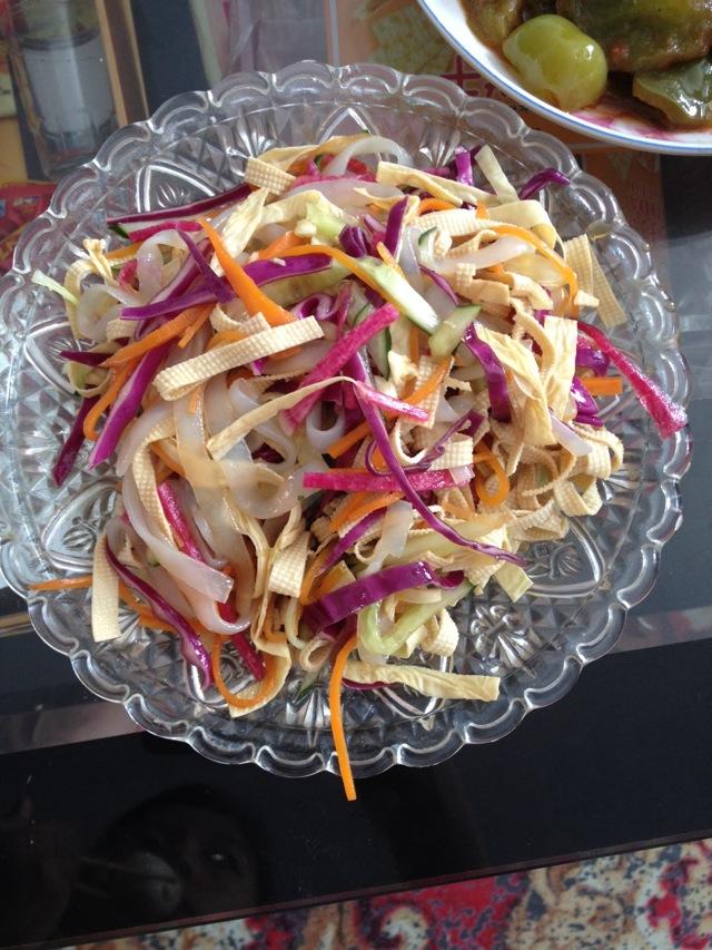 炒菜煲汤临锅时加入提鲜不口干 大拌凉菜的做法步骤        本菜谱的