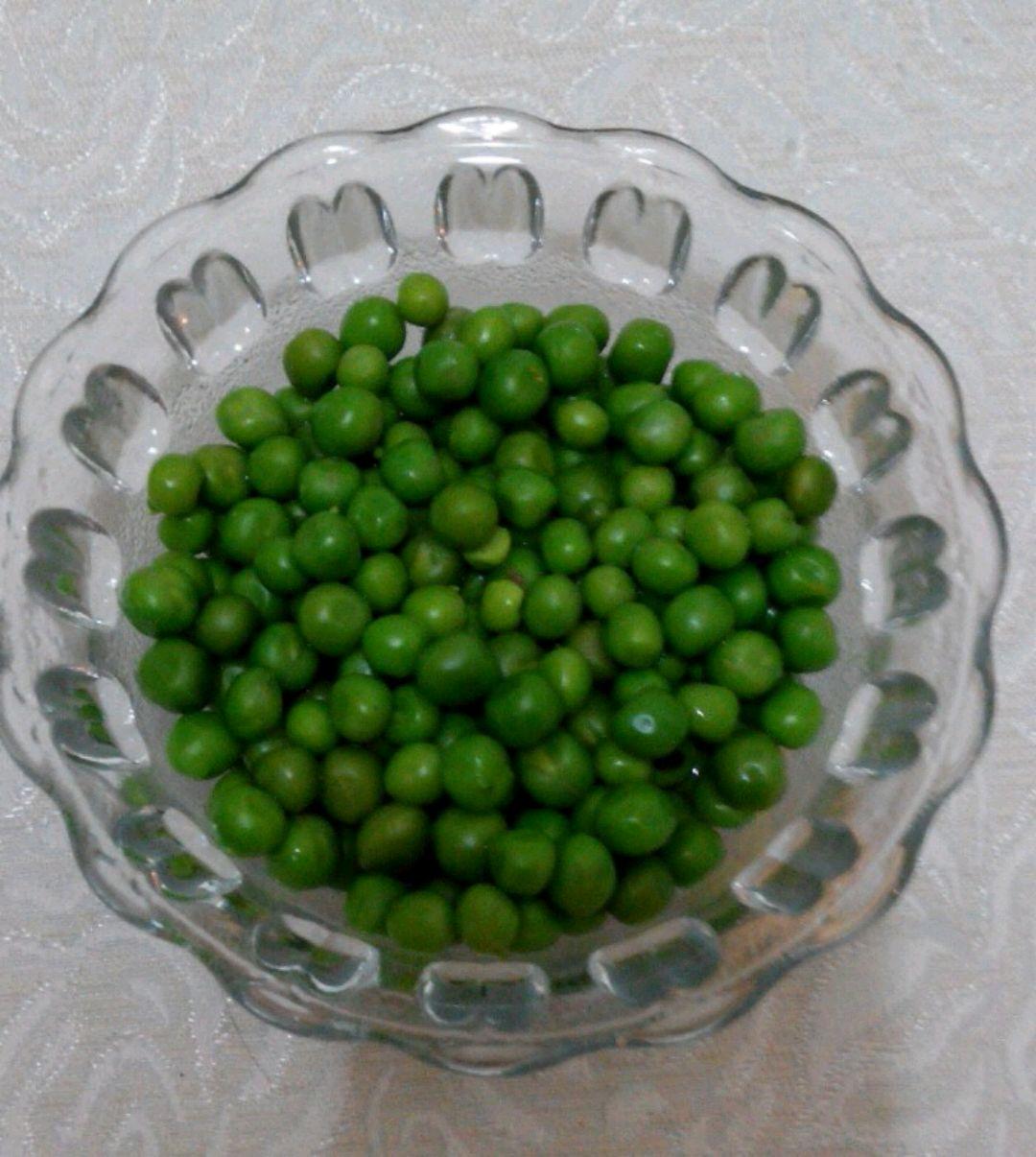 主料 盐 八角 花椒 水煮豌豆的做法步骤 1.