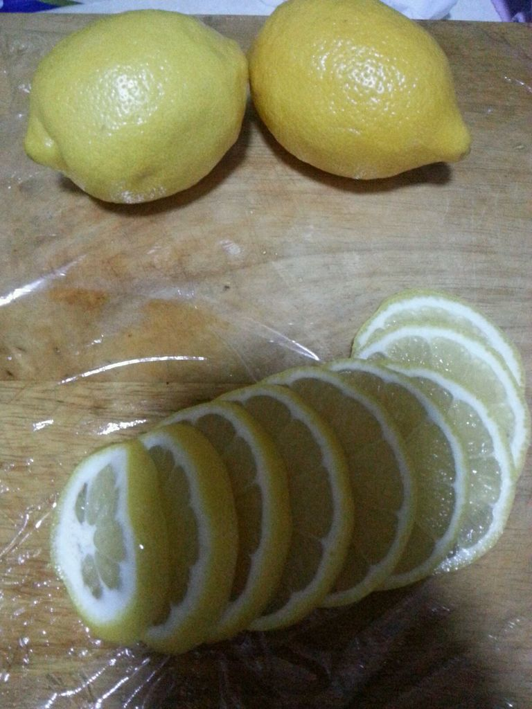 排毒养颜滴柠檬蜂蜜的做法步骤