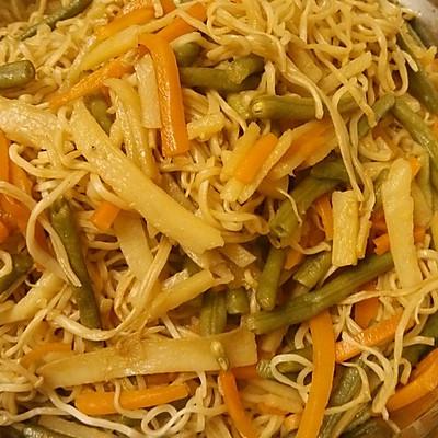 五彩缤纷蔬菜素蒸面条的美女_田鸡_豆果美食柬埔寨视频野外煮做法吃菜谱图片