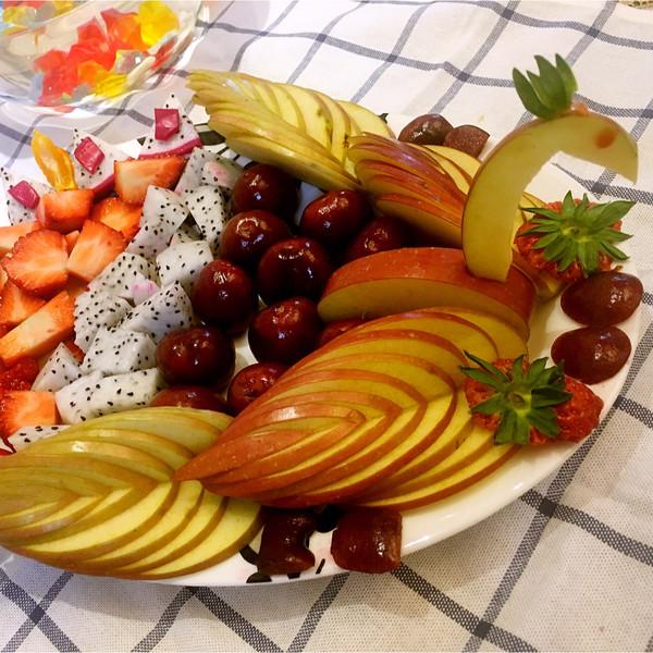 春节孔雀水果拼盘