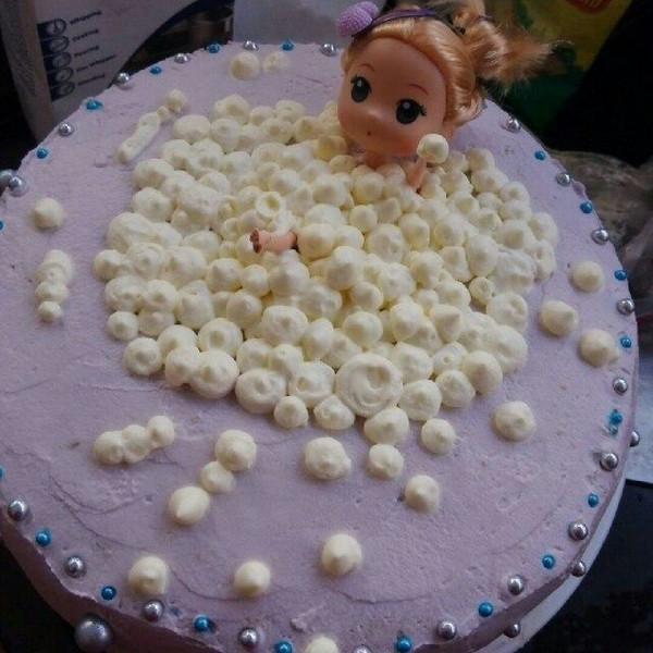 泡泡浴芭比娃娃蛋糕图片