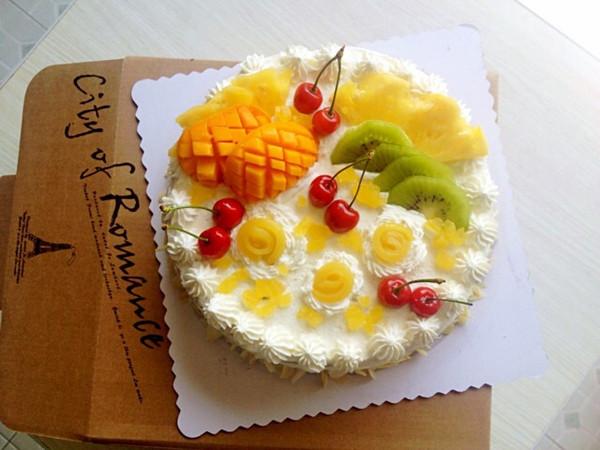 乳脂动物奶油水果生日蛋糕 奶油裱花戚风蛋糕的做法