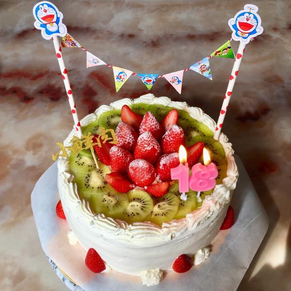 十八岁蛋糕_十八岁,意味着他已经是成年人了, 希望他以后多一点担当和责任心.