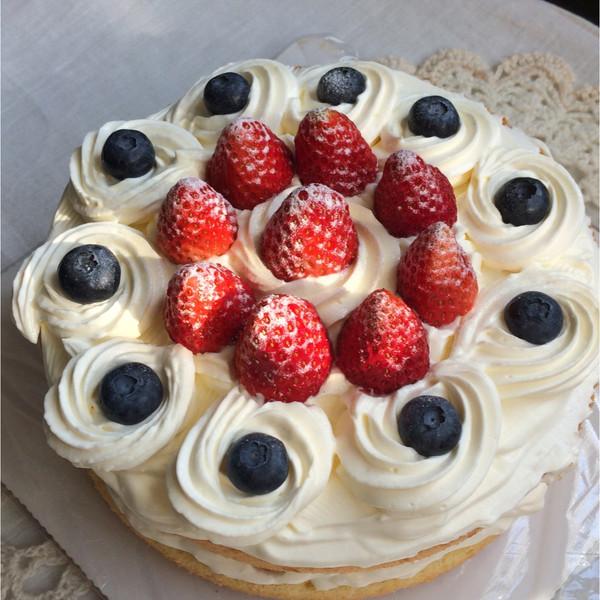 """为家人做的新年蛋糕,希望家人和朋友们狗年""""旺旺""""图片"""