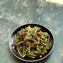 蒜苗炒黑胡椒玉米脆皮肠母亲节,#给妈妈做道菜#