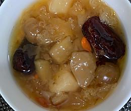 银耳雪梨苹果桂圆枸杞红枣羹的做法