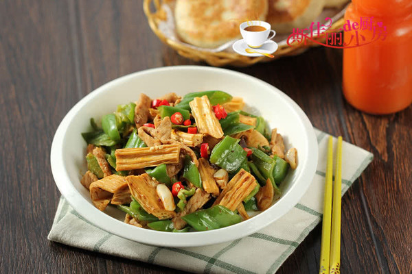 青椒腐竹炒肉片的做法