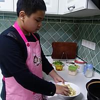 十三岁少年作品--风靡校园的零食:辣条的做法图解3