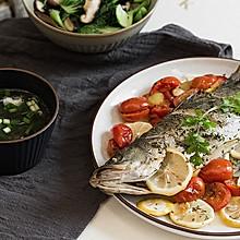 香料烤番茄鲈鱼