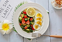牛油果蔬菜沙拉+水煮蛋的做法