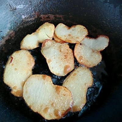 土豆新吃法(干锅土豆片)的做法 步骤2