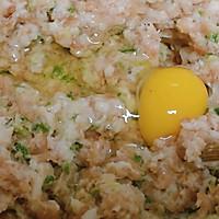 虾仁猪肉香菇 三鲜小馄饨的做法图解2