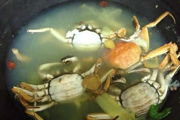 水煮螃蟹的做法