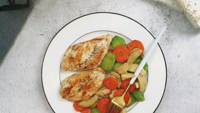 #做道懒人菜,轻松享假期#杂蔬杏鲍菇鸡胸肉的做法