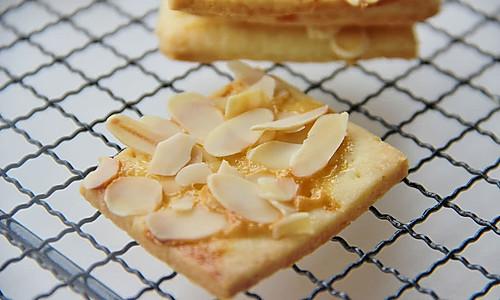炼乳杏仁椰丝饼的做法