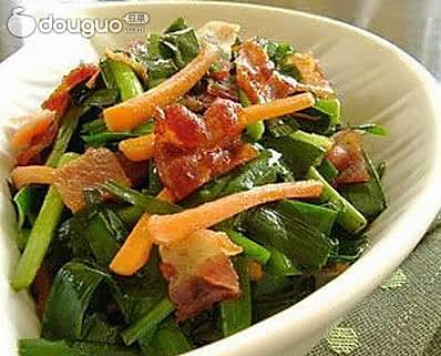 培根炒韭菜的做法