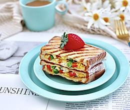 #快手又营养,我家的冬日必备菜品#鸡蛋时蔬三明治的做法