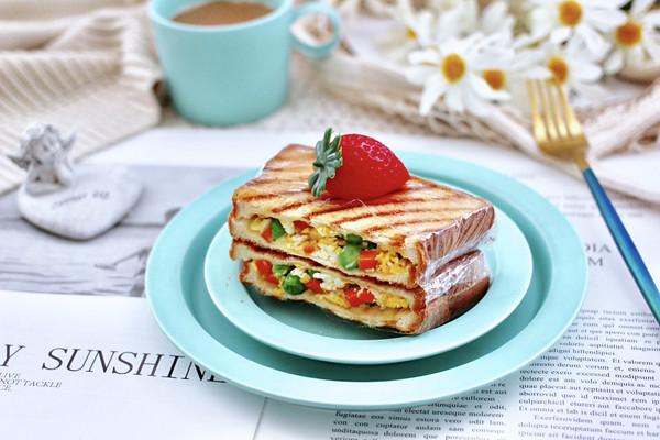 鸡蛋时蔬三明治的做法