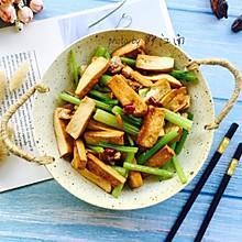 #花10分钟,做一道菜!#芹菜香干小炒肉