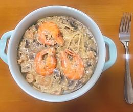 白汁蘑菇海鲜意面的做法