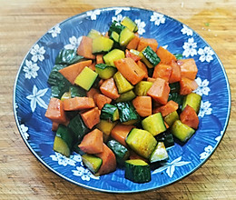 【八月家】3分钟超级快手菜——火腿肠炒黄瓜的做法