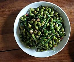 毛豆炒韭菜的做法